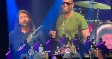 foo fighters radiohead dave chappelle Vision Art NEWS